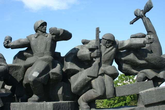 fire in the hole denkmal ukraine soldaten kiev