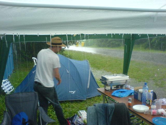 Zelt Für Regen : Stephan regen demozone pünzli zelt