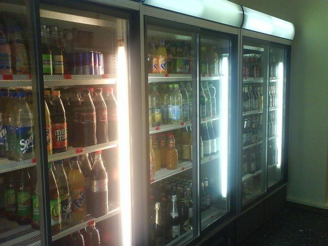 Kühlschrank Getränke : Stephan konsumtempel 33 nachfrage wand kiosk33 kühlschrank